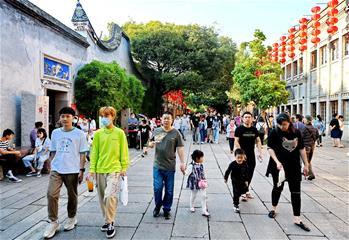 全国共接待国内游客6.37亿人次