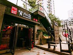 杭州网红火锅店天花板塌落致顾客受伤