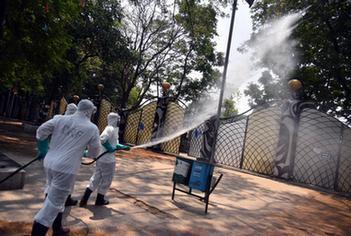 印度日增26万例 累计新冠病例数逼近1500万