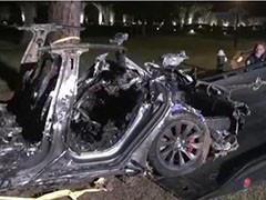 美国特斯拉无人驾驶撞树致死2人