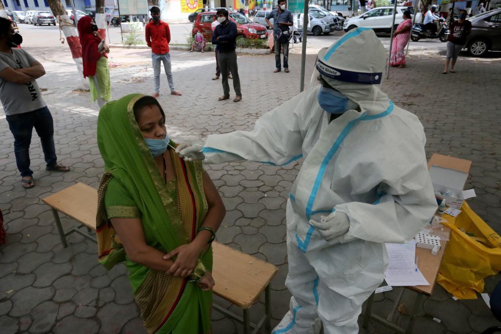 印度确诊新冠病例日增31万例