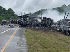 美国南部发生多车相撞事故致10人死亡