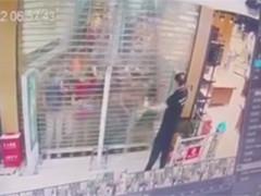闵行超市新开张 多人被挤倒踩伤骨折