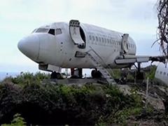 """印尼:为吸引游客 退役客机悬崖""""安家"""""""