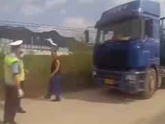 """辽宁本溪:惊现""""百吨王"""" 货车 超载81吨被扣"""
