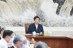 栗战书主持召开十三届全国人大常委会第一百零二次委员长会议