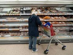 英国:担心圣诞现抢购潮 消费者提前购物