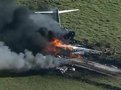 美国 一飞机坠毁 机上21人全部生还