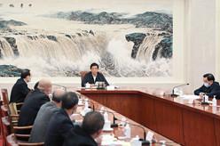 栗战书与全国人大常委会会议列席代表座谈